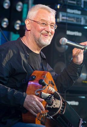 Концерт Андрея Виноградова (европейская колёсная лира, hurdy-gurdy) в клубе Алексея Козлова