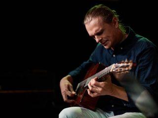 послушать gypsy jazz в Москве джаз-мануш танцы