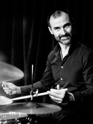 ураганный барабанщик джаз музыкант барабаны