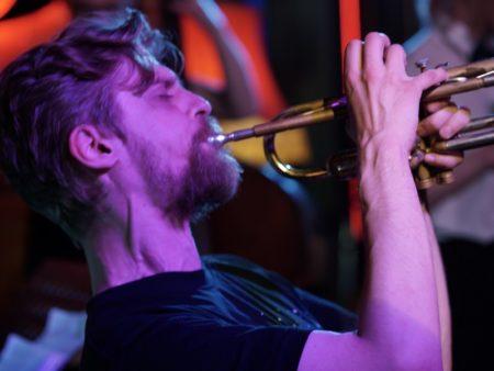 Джаз джем бесплатно молодые мастера импровизация бит труба вокал саксофон клавишные контрабас интерактив егор балабанов иван акатов воскресный концерт